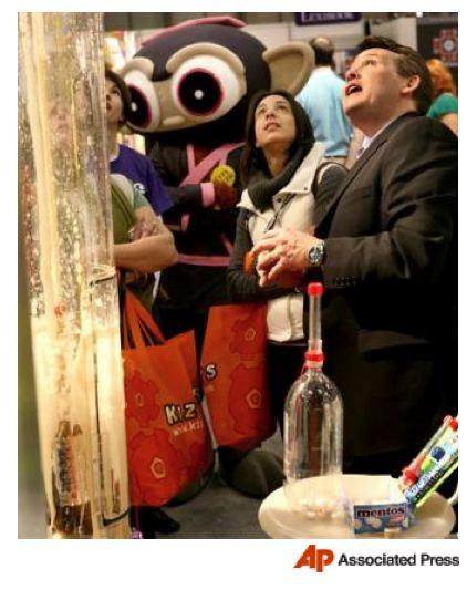 spangler-mentos-toy-fair-209