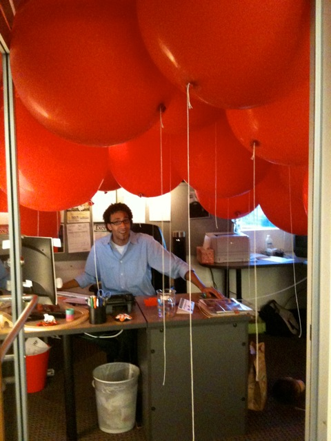 Red-Balloon-Office-Prank-2