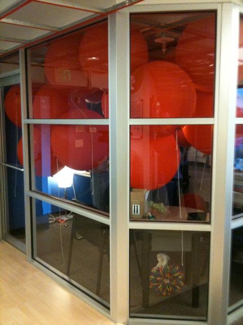Red-Balloon-Office-Prank-1
