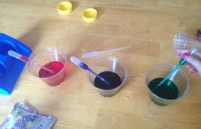 Color Mixing with Colored Water & Oil - A Rainbow of Color | Steve Spangler Science