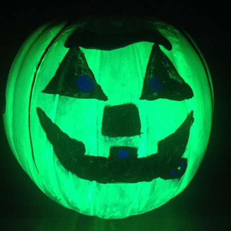 Decorating glow in the dark magnetic pumpkins for for Glow in the dark paint for real pumpkins