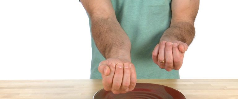 how to crack an egg one handed
