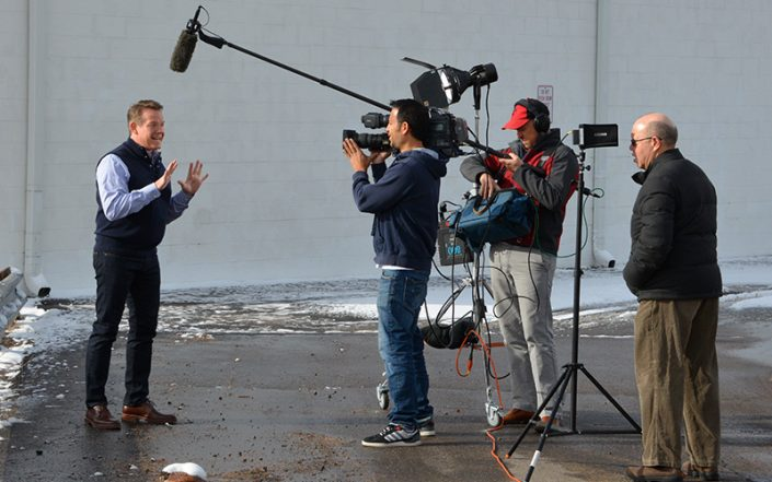 Steve Spangler on set of DIY Sci